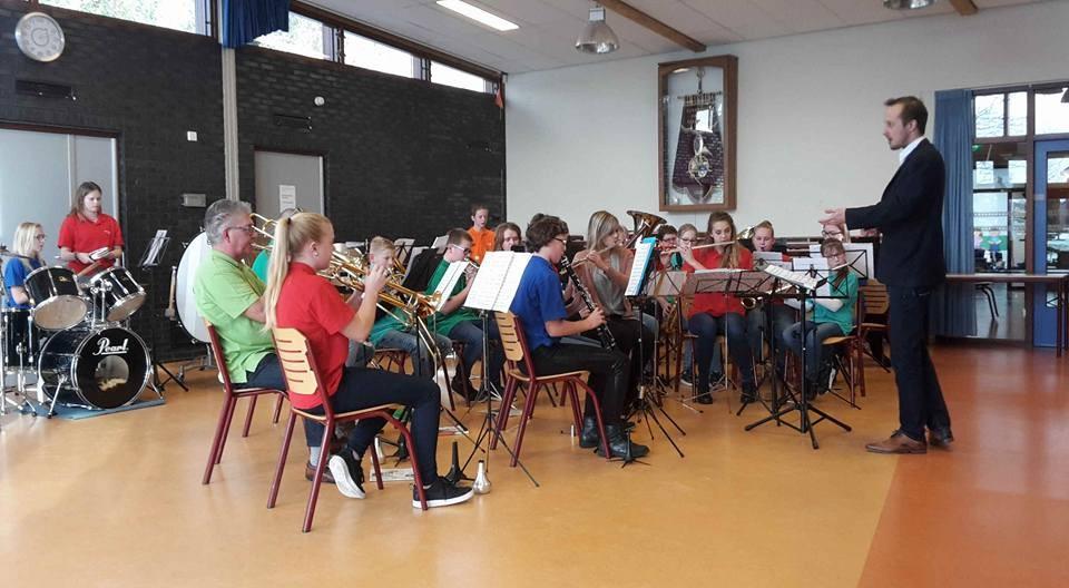 B-orkest Harmonie Ulft samen met leerlingenorkest GOV, 2015